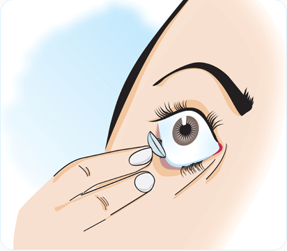 how to insert contact lense step 4